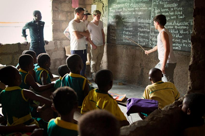 1D-in-Ghana-one-direction-33706750-850-566